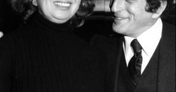 Beverly Sills com o cantor Tony Bennett no Mayflower Hotel em 1980 (Foto: AP)