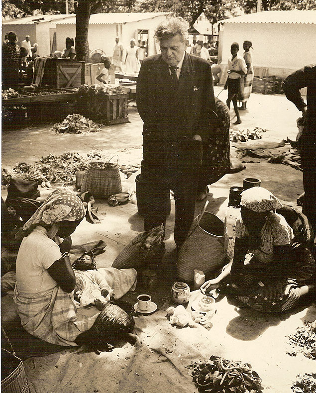 Viagem de Cascudo à África, em 1963, em pesquisa sobre alimentação dos escravos vindos do Brasil (Foto: Ed Keffel/Acervo do Ludovicus)