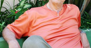 O escritor Rubem Alves em sua casa em Campinas, em retrato feito em 2005. (Foto: Maria do Carmo/Folhapress)