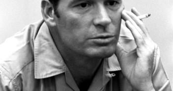 "James Garner interpretou o detetive James Rockford na série ""The Rockford Files"""