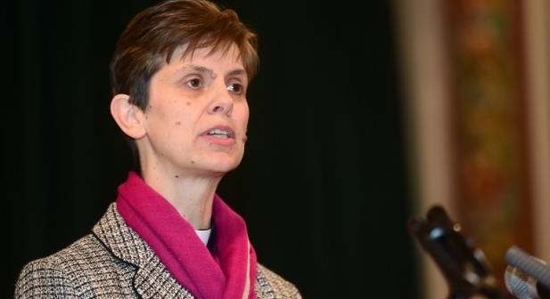 A pastora Libby Lane se tornou nesta quarta-feira a primeira mulher nomeada para o cargo de bispo da Igreja Anglicana (Foto: Paul Ellis / AFP / CP)