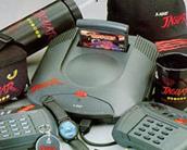Atari bem que tentou popularizar o nome Jaguar com chaveiro, boné, camiseta, caneca, relógio e toda sorte de merchanding