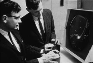 """Estudantes testam o jogo """"Spacewar!"""""""
