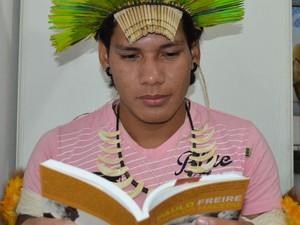 Jovem indígena relatou sua trajetória na UFSCar (Foto: Orlando Duarte Neto/G1)