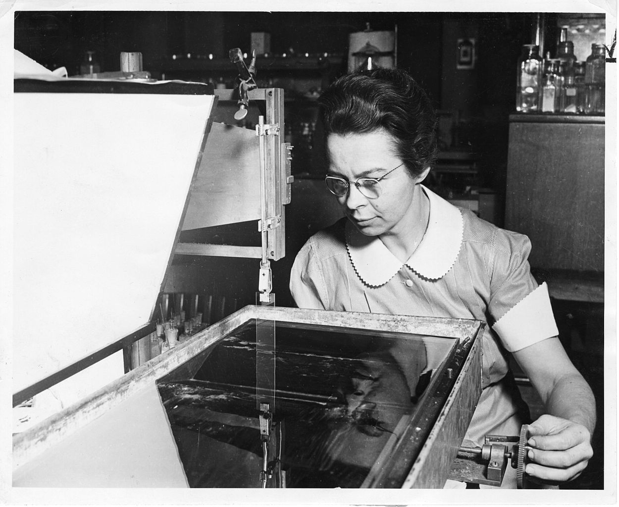 Katharine Burr Blodgett, inventou um vidro extremamente fino e com ...