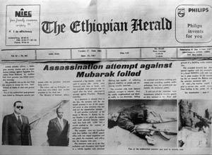 Jornal noticia a tentativa de assassinato a Hosni Mubarak, em 1995, durante uma visita à Etiópia (Foto: AFP)