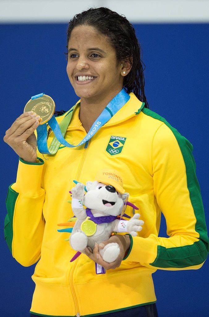 Etiene Medeiros conquistou o ouro em 100m costas (Foto: Jim Watson/AFP)
