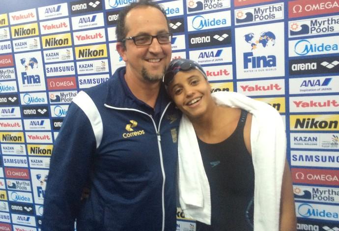 Etiene Medeiros e seu técnico Fernando Vanzella comemoram o resultado (Foto: GloboEsporte.com)