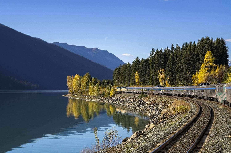 Na 'Volta ao mundo de trem', os passageiros embarcam também no trem The Canadian e cruzam todo o país até a costa oeste, do outro lado do Canadá, em Toronto (foto: Divulgação)