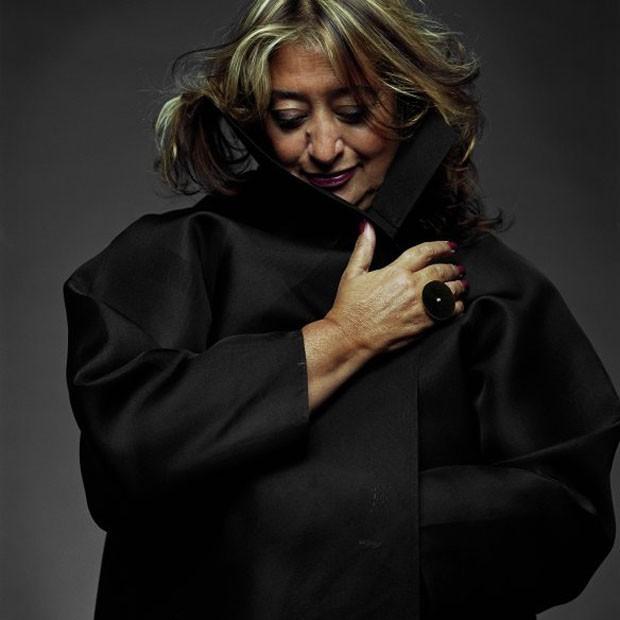 A multipremiada arquiteta iraquiana Zaha Hadid (1950-2016)