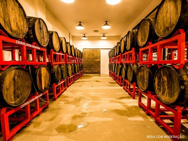 Tour cervejeiro mostra processo de fabricação de grandes cervejarias, como na fábrica da Bohemia, em Petrópolis (RJ).