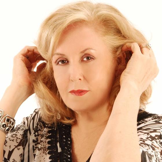 Em 55 anos de carreira, Waleska lançou mais de 20 discos e interpretou grandes compositores da MPB (Foto: Divulgação)