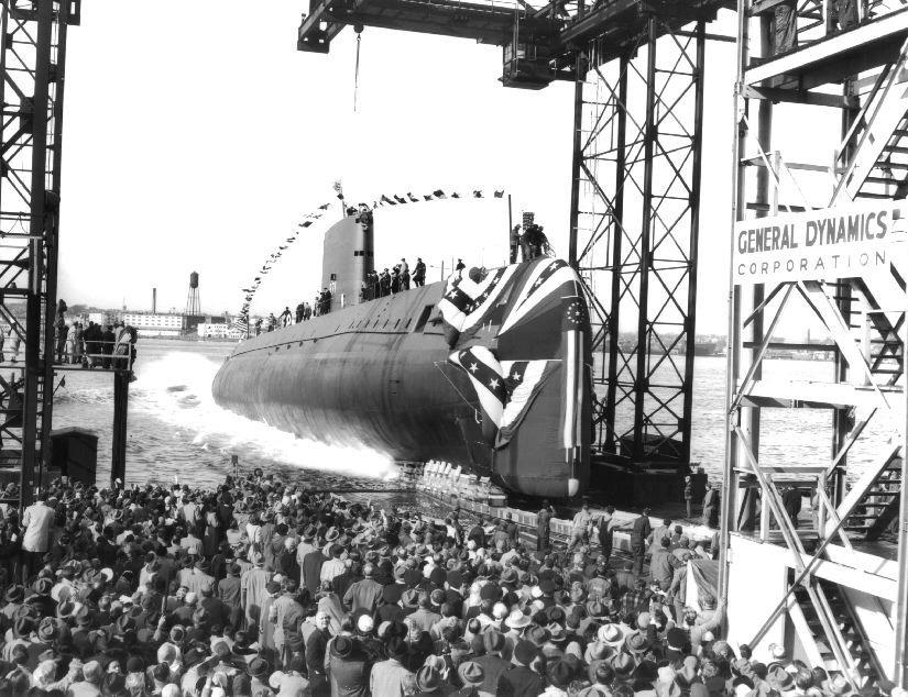 No dia 21 de janeiro de 1954 foi lançado pela primeira vez ao mar o submarino Nautilus, nos Estados Unidos.