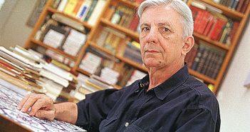 O poeta e tradutor Sebastião Uchoa Leite.