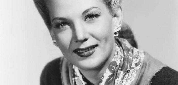 """Louise Allbritton, mais lembrada por seus papéis em """"Pittsburgh"""", um filme estrelado por John Wayne, Randolph Scott e Marlene Dietrich"""