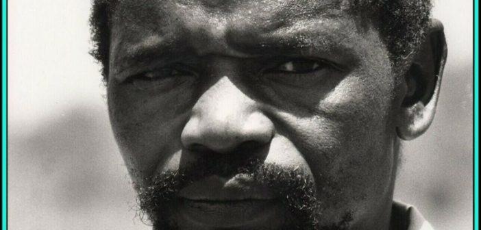 """Winston Ntshona, reconhecido ator sul-africano, que participou de filmes como """"Gandhi"""" (1982), """"Selvagens Cães de Guerra"""" (1978), """"Assassinato Sob Custódia"""" (1989) e """"Diamante de Sangue"""" (2006)"""