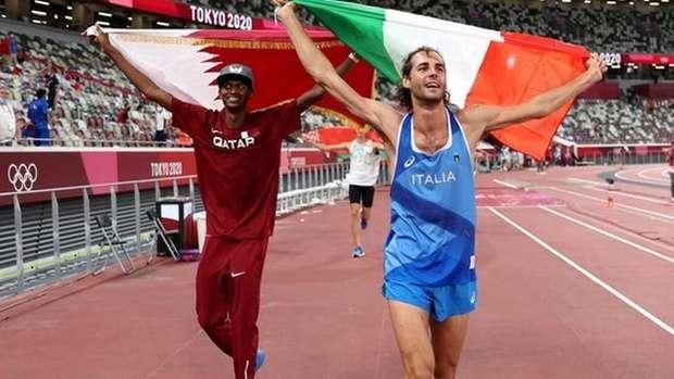 Mutaz Essa Barshim, do Catar, e Gianmarco Tamberi, da Itália, conquistando medalhas de ouro