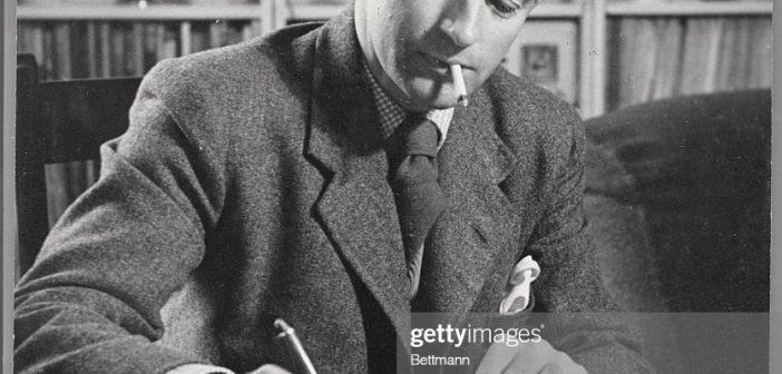 """Christopher Fry, dramaturgo britânico que criou papéis memoráveis para John Gielgud, Laurence Olivier e Edith Evans, deu a Richard Burton seu primeiro papel na Broadway e foi o principal responsável pelo roteiro de """"Ben-Hur"""", entre outros filmes"""