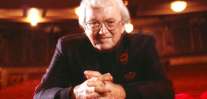 Leslie Bricusse, foi autor de trilhas sonoras de filmes icônicos como 007 Contra Goldfinger (1964), Com 007 Só Se Vive Duas Vezes (1967) e A Fantástica Fábrica de Chocolate (1971)
