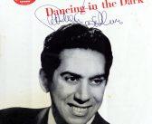"Carmen Cavallaro, foi um pianista que executou a trilha sonora do filme ""The Eddy Duchin Story"", liderou grandes bandas na década de 1940"