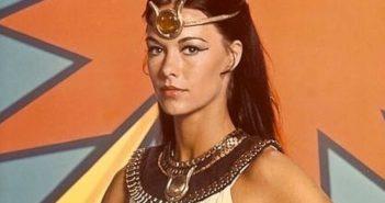 """Joana Cameron, atriz responsável por interpretar a protagonista da série """"A Poderosa Isis"""", primeira super-heroína da televisão. (Crédito: CBS / DIREITOS RESERVADOS)"""